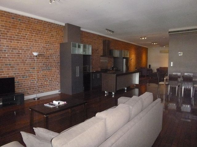 BEAUTIFUL INNER CITY APARTMENT- FULLY FURNISHED