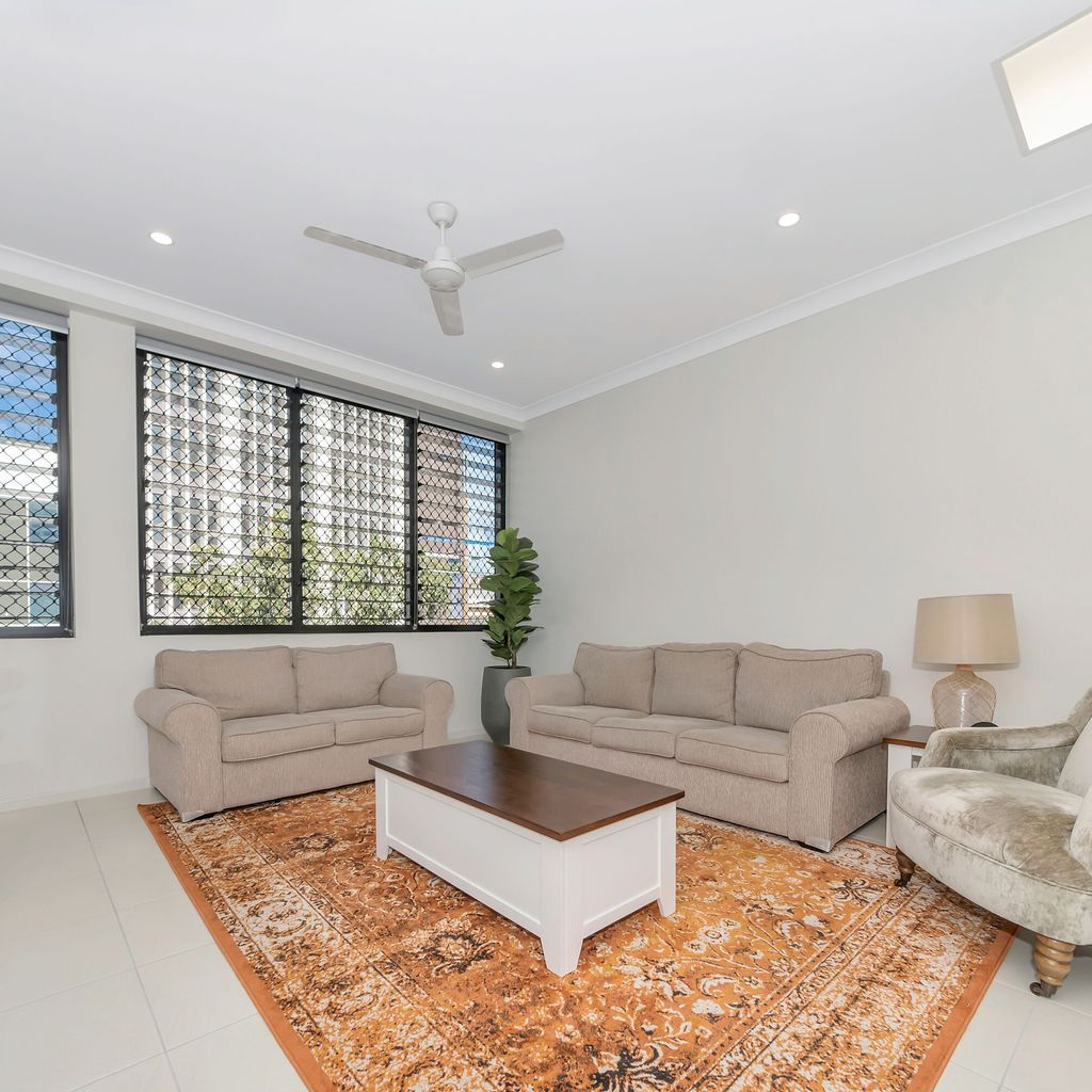 LIVE THE LUXURY INNER CITY LIFESTYLE- FULLY SELF CONTAINED
