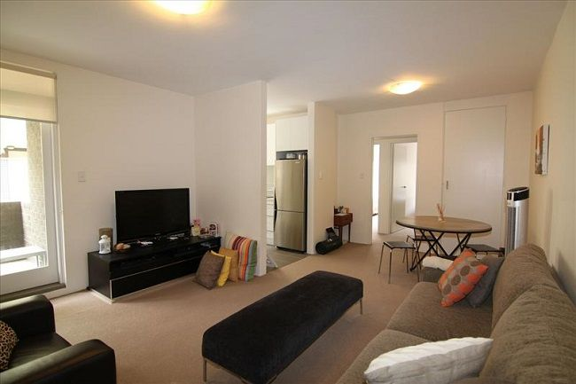 Well maintained, centrally located 2 bedroom unit