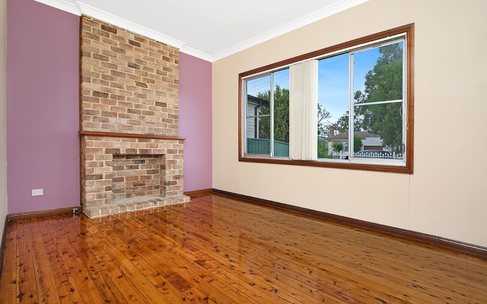 3BR FAMILY HOME WITH LARGE, SECURE YARD, MINUTES TO STATION!
