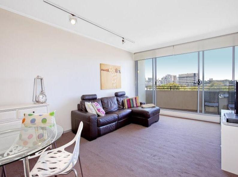 Stylish spacious 1 bedroom apartment