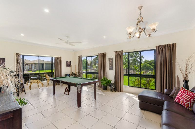 ANNANDALE : 28 MANERSLEY PLACE  IF YOUR DESIRE IS AN EXECUTIVE HOME WITH FREEDOM OF SPACE, THEN THIS WILL TICK ALL THE BOXES.
