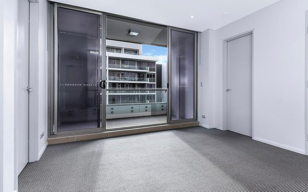 Highly sought-after 2 bedroom unit in EON building.