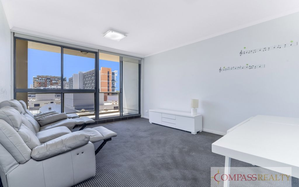 Modern Meriton  split level  Fully furnished 3 bedroom  apartment  (study room can be the 3rd bedroom)