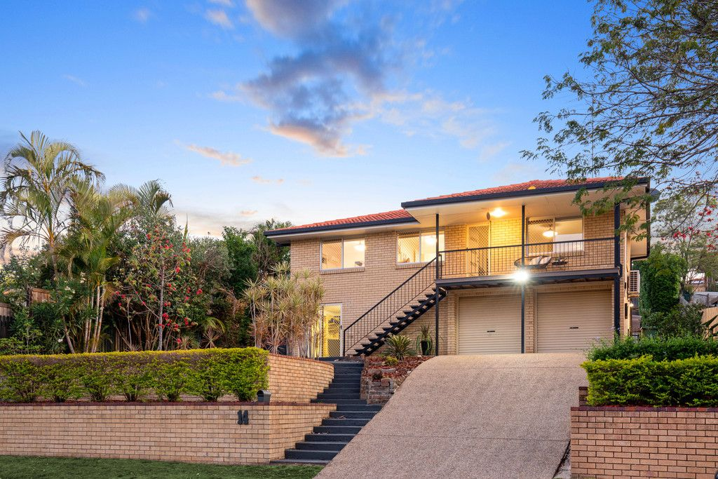 UPDATED FAMILY HAVEN WITH EXCEPTIONAL ALFRESCO LIVING