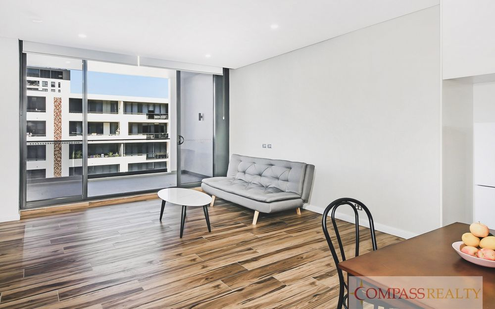 Like New and Modern furnished 1+study bedroom apartment with Study as the 2nd bedroom