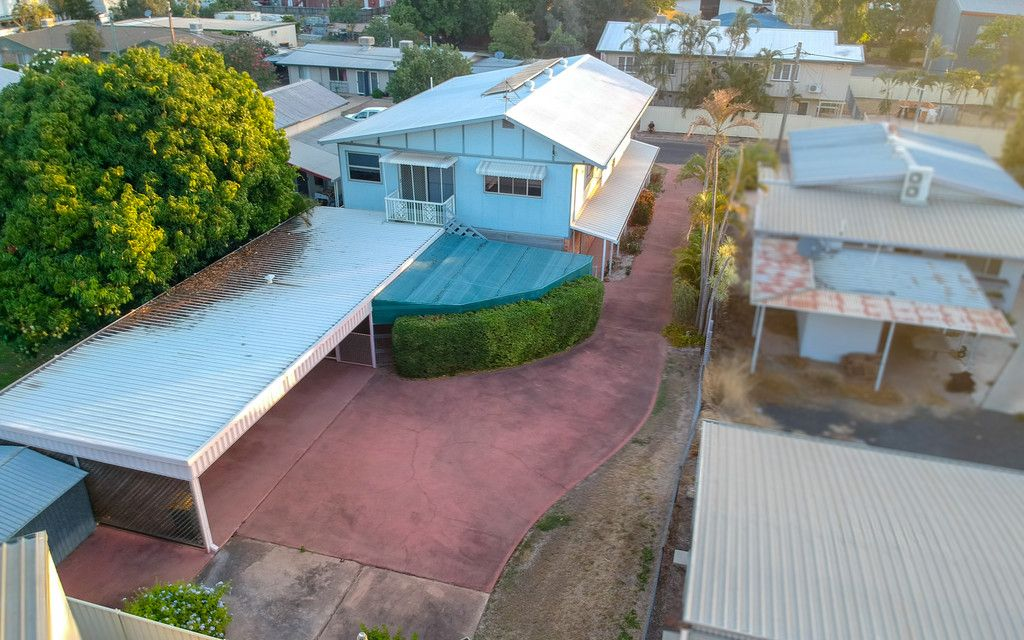 Huge Home 150 Metres From Town Centre