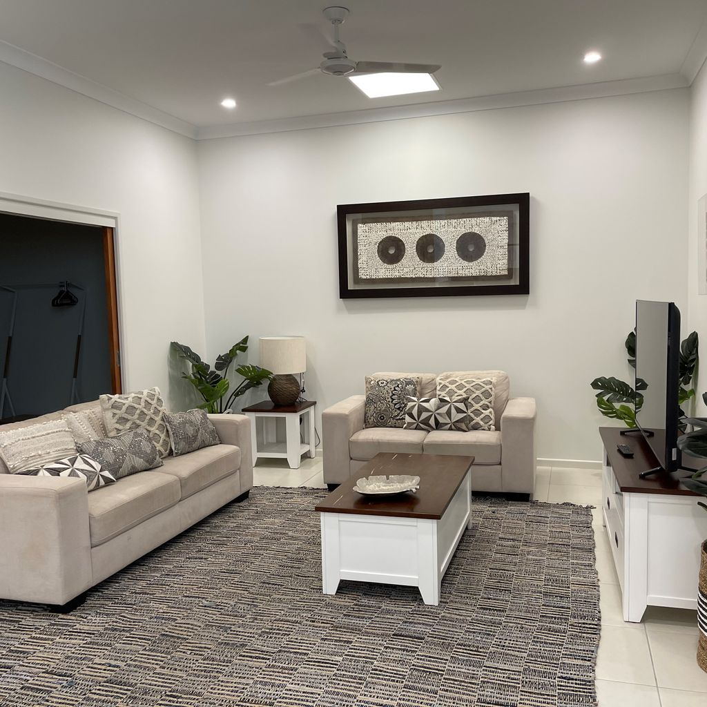 INNER CITY LUXURY- FULLY SELF CONTAINED