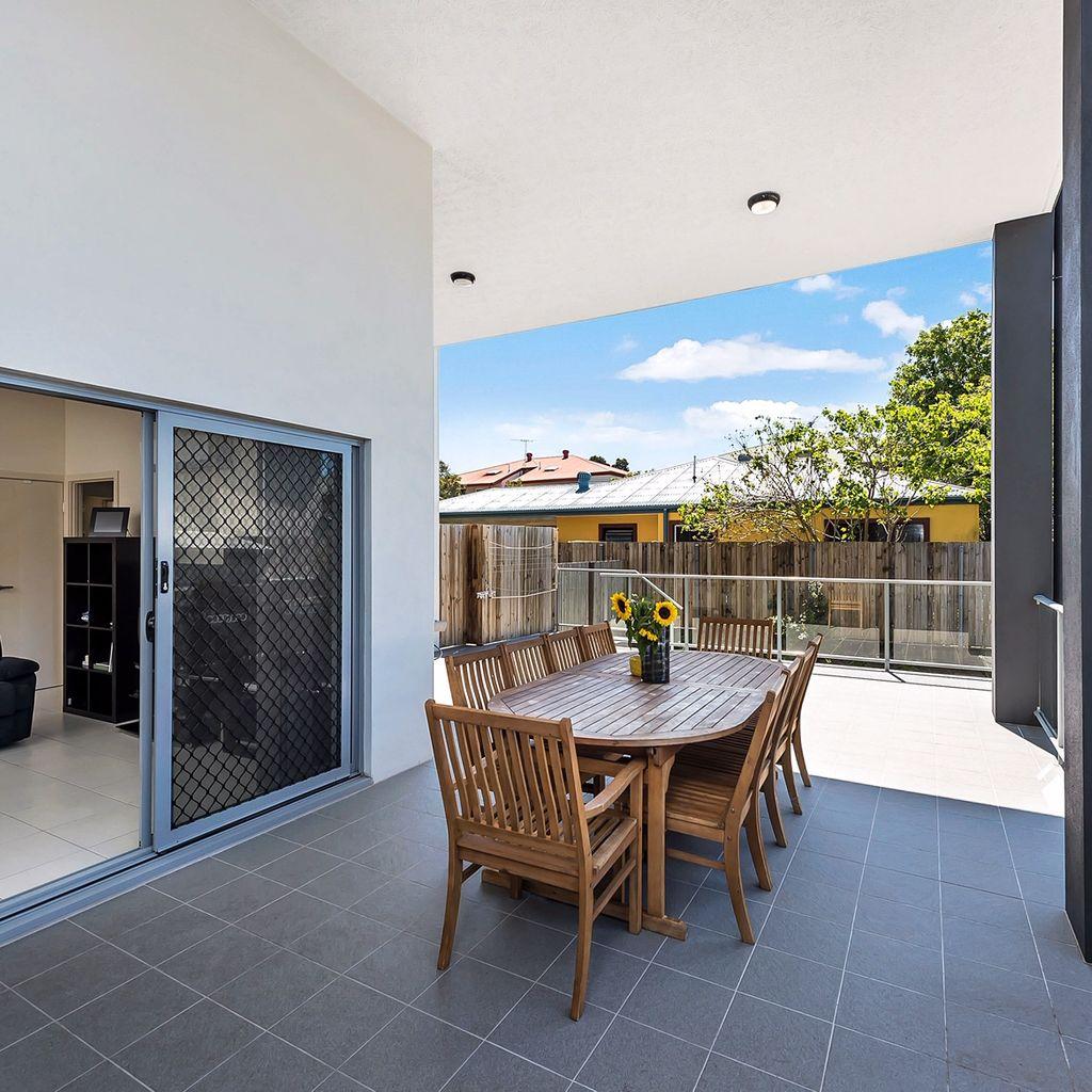 Conveniently Located, Modern ground floor unit