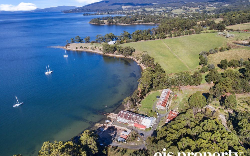 Little Peppermint Bay – Private Waterfront Boatshed