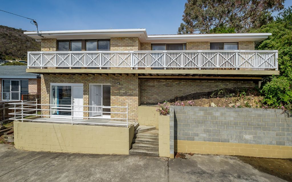 Ideal house in Sandy Bay-Enjoy Your Harbour Views