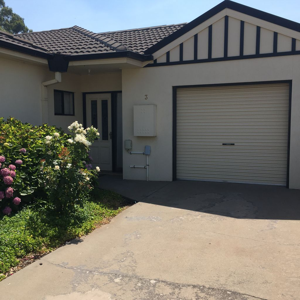 Perfect Location North Shepparton for the Dr or Nurse.