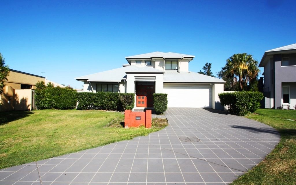 Large Family Home in Regatta Waters
