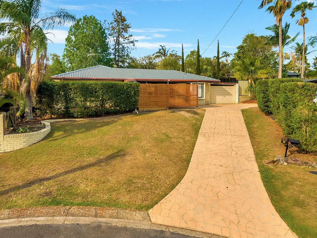 Renovated and Ready to be a XMAS Present! Camira Cracker @ Offers over $435,000!
