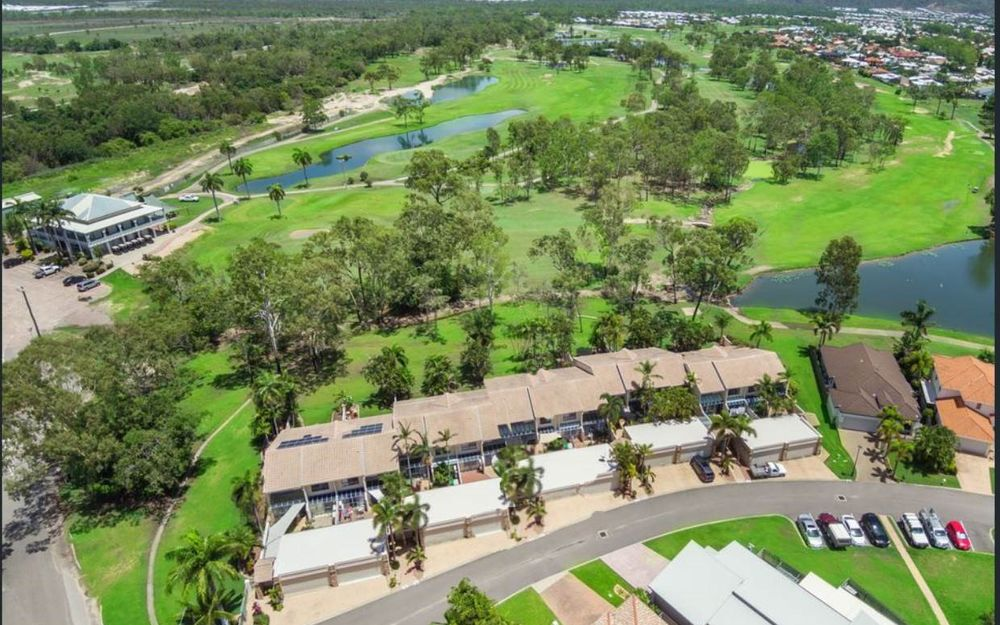 PRIME POSITION – LARGE LUXURIOUS TOWNHOUSE OVERLOOKING GOLF COURSE
