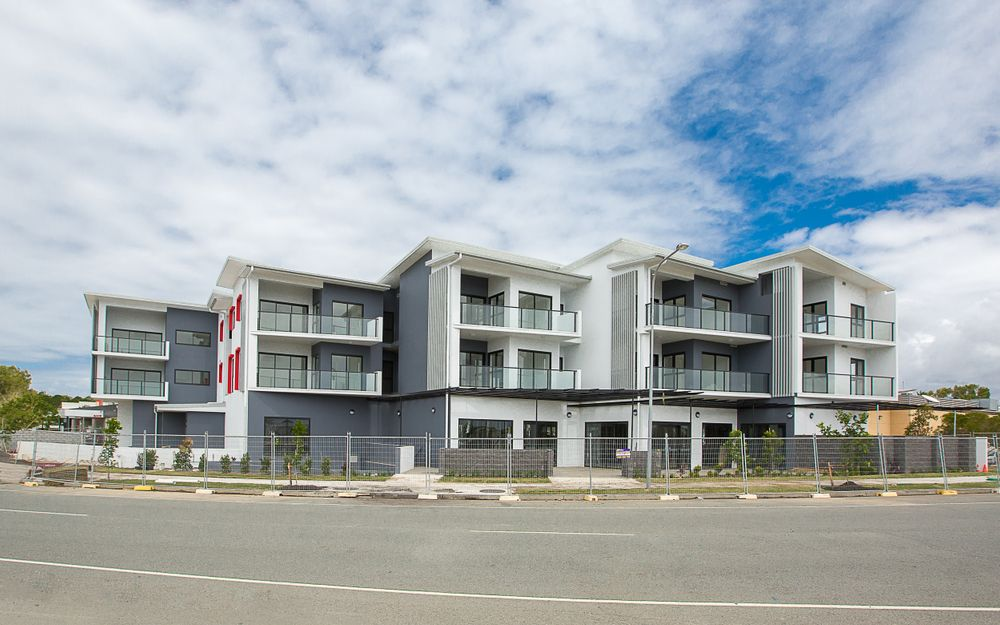 SPACIOUS, MODERN UNIT IN CENTRAL LOCATION