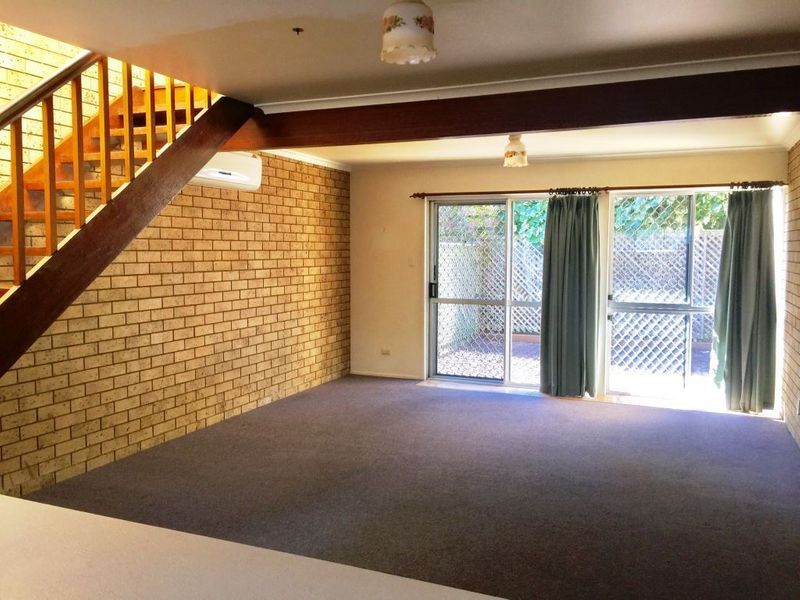 LOW MAINTENANCE HIGHSET TOWNHOUSE