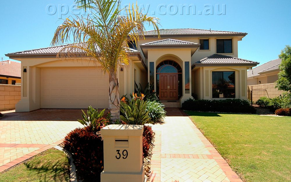 Great Family Home with Pool !!