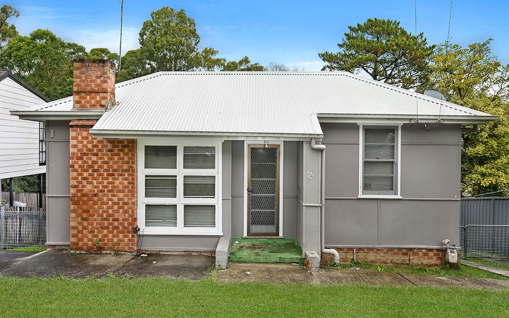 RECENTLY RENOVATED 2 BEDROOM FAMILY HOME!