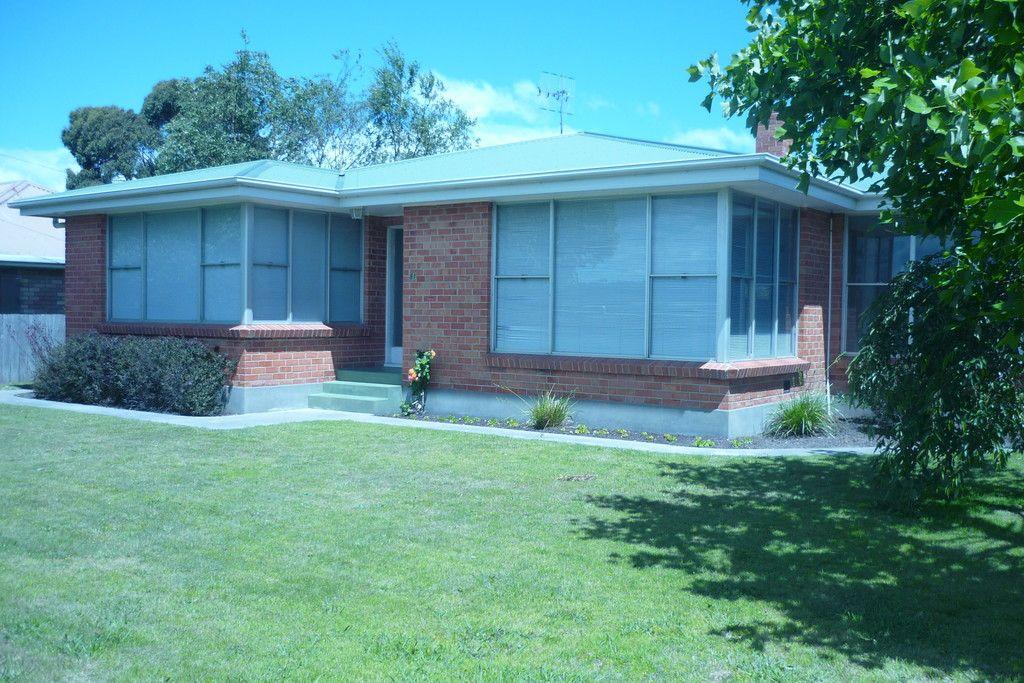 view australia break lease large family home