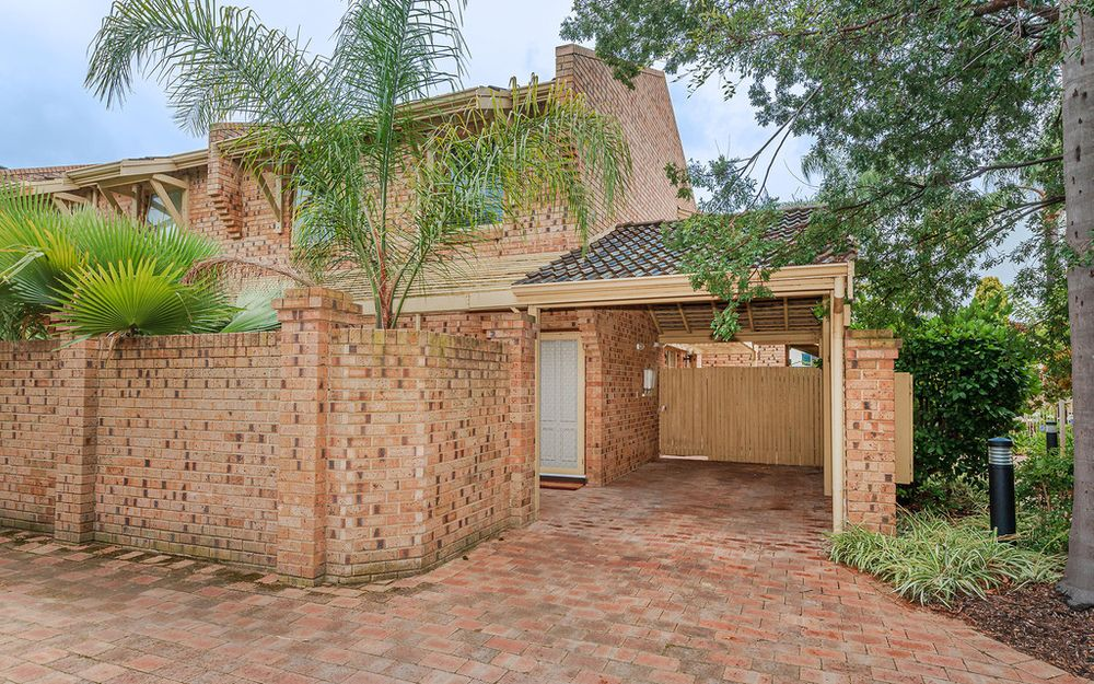IMPRESSIVE 3 x 1.5 UNFURNISHED TOWNHOUSE, PERFECT SOUTH PERTH LOCATION!