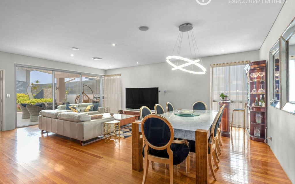 Stunning CBD Penthouse With Private Rooftop Garden, Terrace and Spa