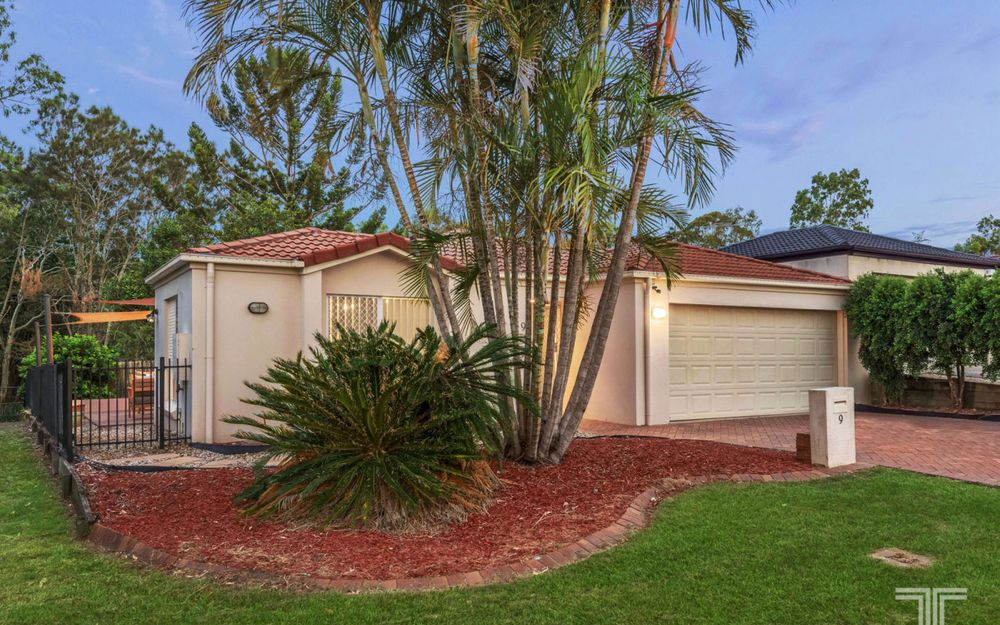 Tranquil Living in Idyllic Carindale Street