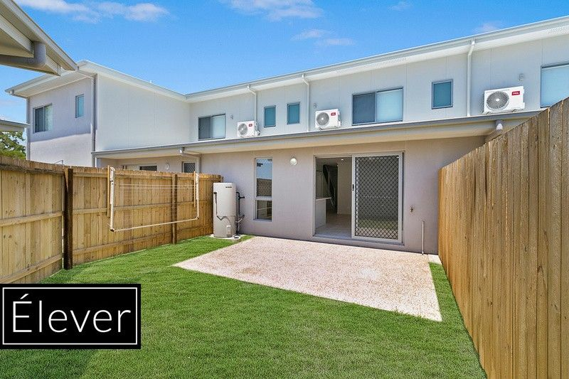 3 BEDROOM TOWNHOUSE WITH GRASSED YARD!