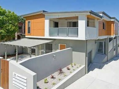 MODERN LIVING IN TRENDY CLAYFIELD