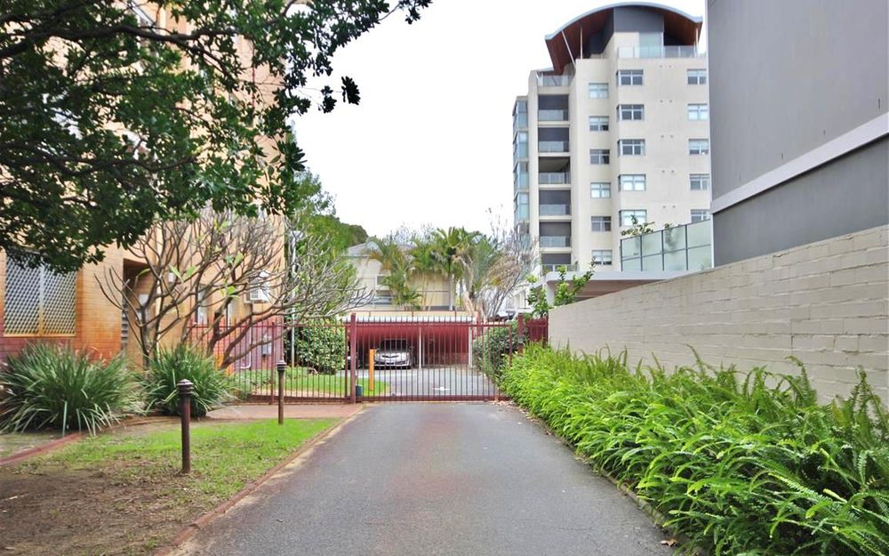 *ACCEPTED APPLICATION* 2 X 1 UNFURNISHED TOP FLOOR UNIT! GREAT SOUTH PERTH LOCATION!