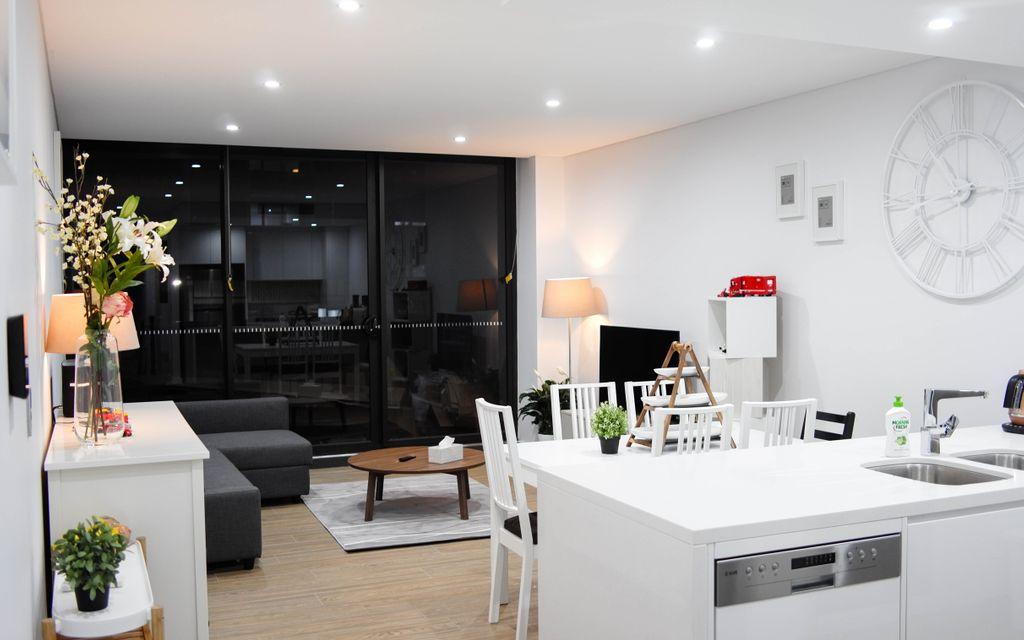 Fully Furnished Split-level 3 bedroom Apartment