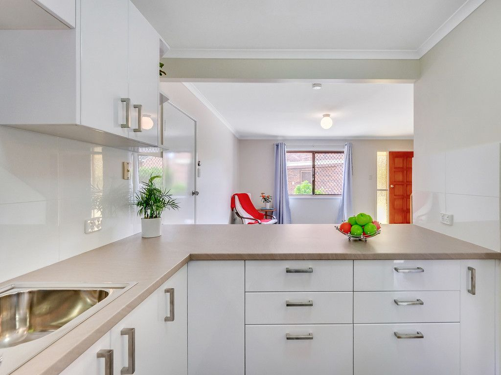 The Best Renovated Townhouse in Woodridge!