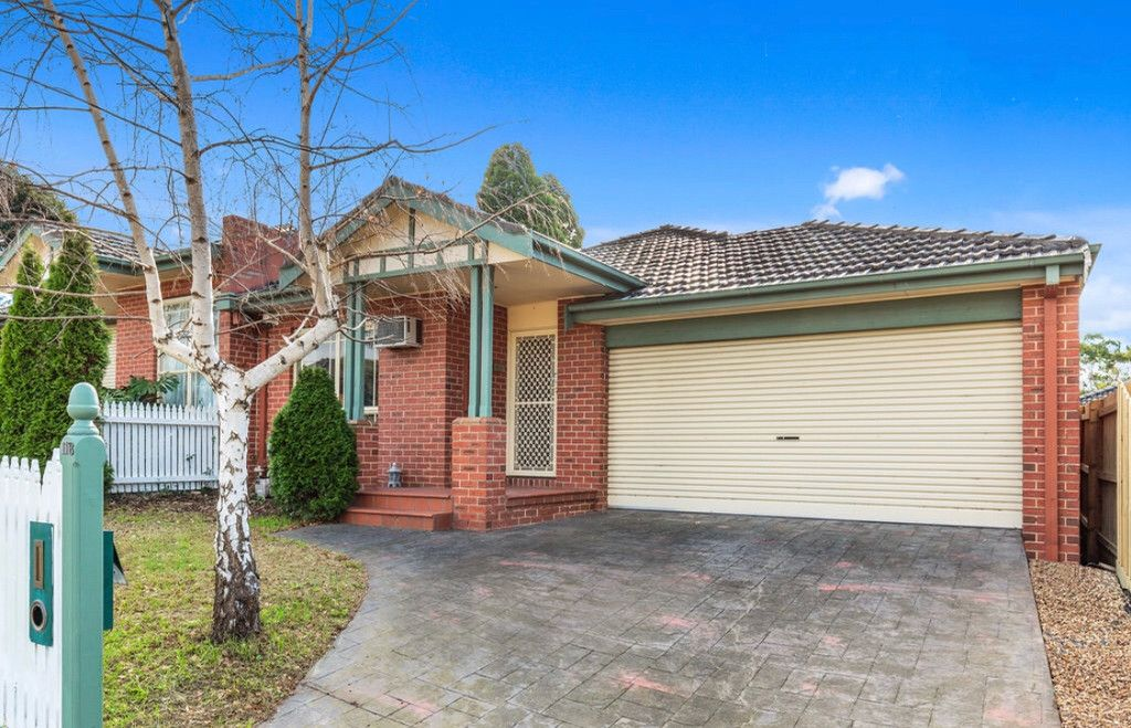 Immaculate, spacious and stylish single level home with lavish dual living space in a prime Glen Waverley location