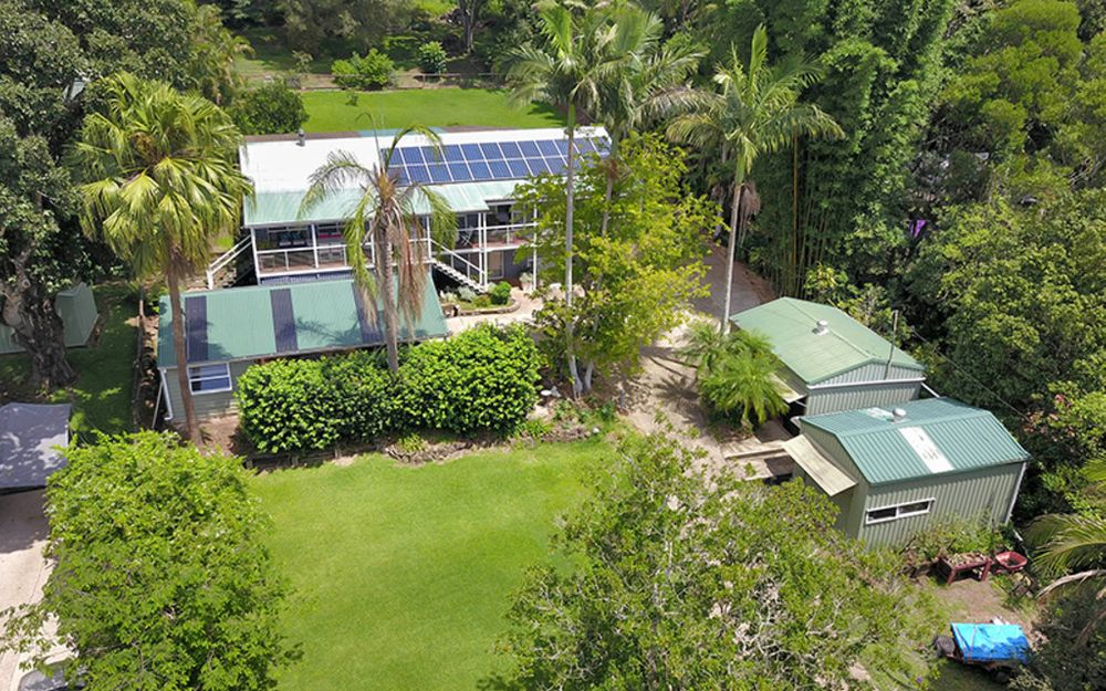 Large Sunshine Coast Hinterland family home – Walk to the Village – Must Be Inspected !!