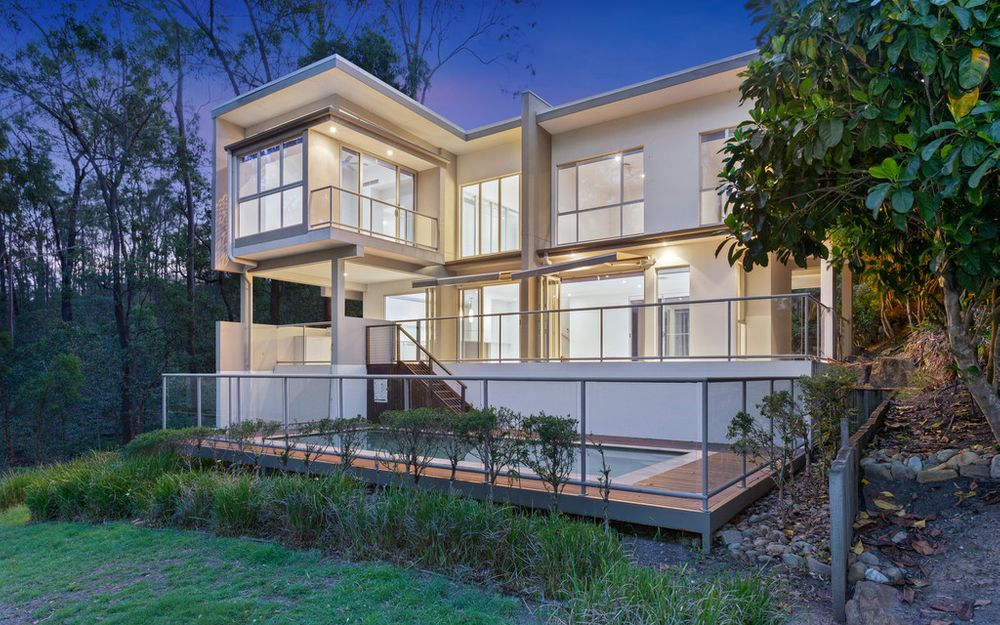 Architectural Designer Home with Golf Frontage!!