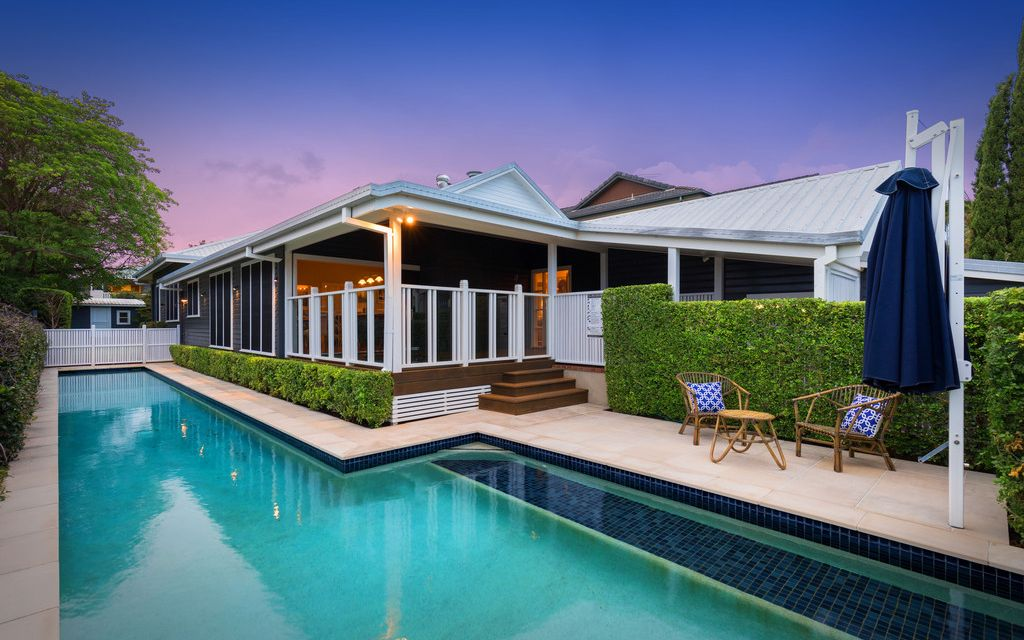 EXQUISITE CLAYFIELD CHARACTER RESIDENCE