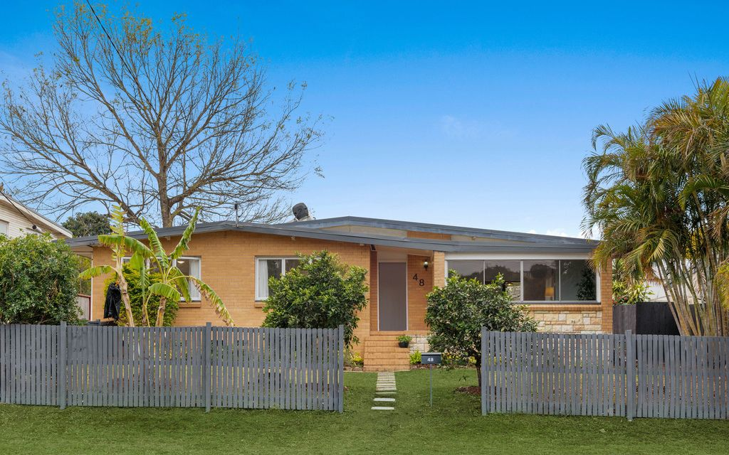 HOT PROPERTY ALERT – Stylish Mid Century Home in Kenmore's Most Desired Pocket