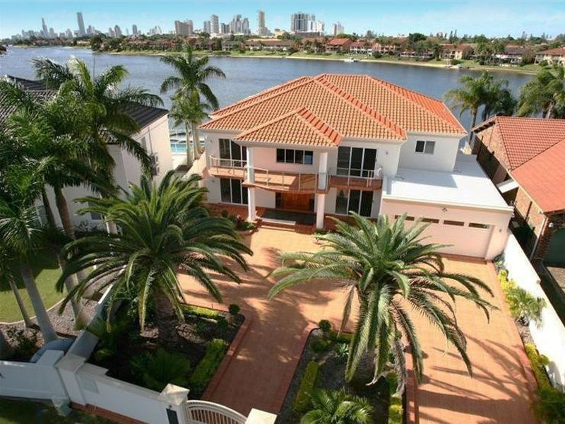 COMMANDING WATERFRONT WITH DUAL LIVING MASTERPIECE!