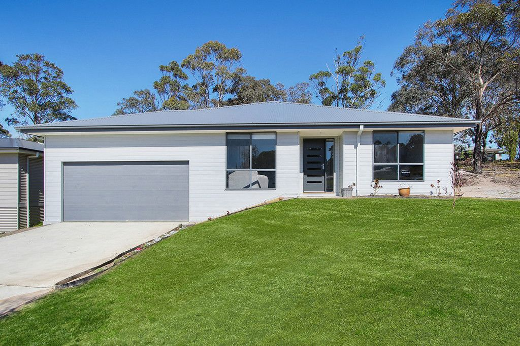 BRAND NEW HOME  **WONT LAST LONG** 25 min from Bairnsdale