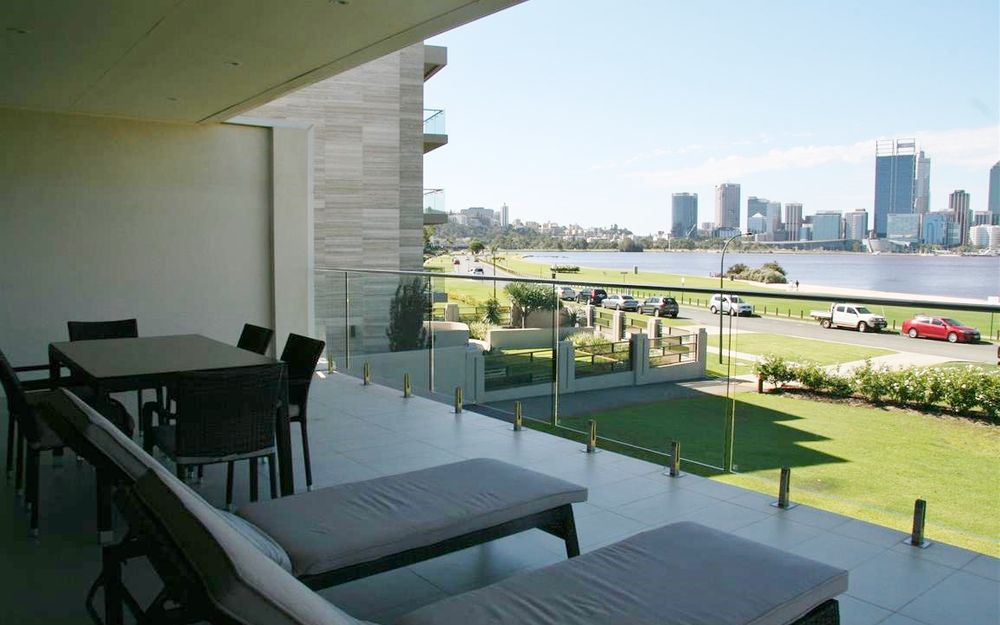 Sweeping Views over Swan River, Amazing Balcony