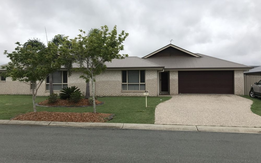Large 3 Bedroom Home in Popular Central Lakes.