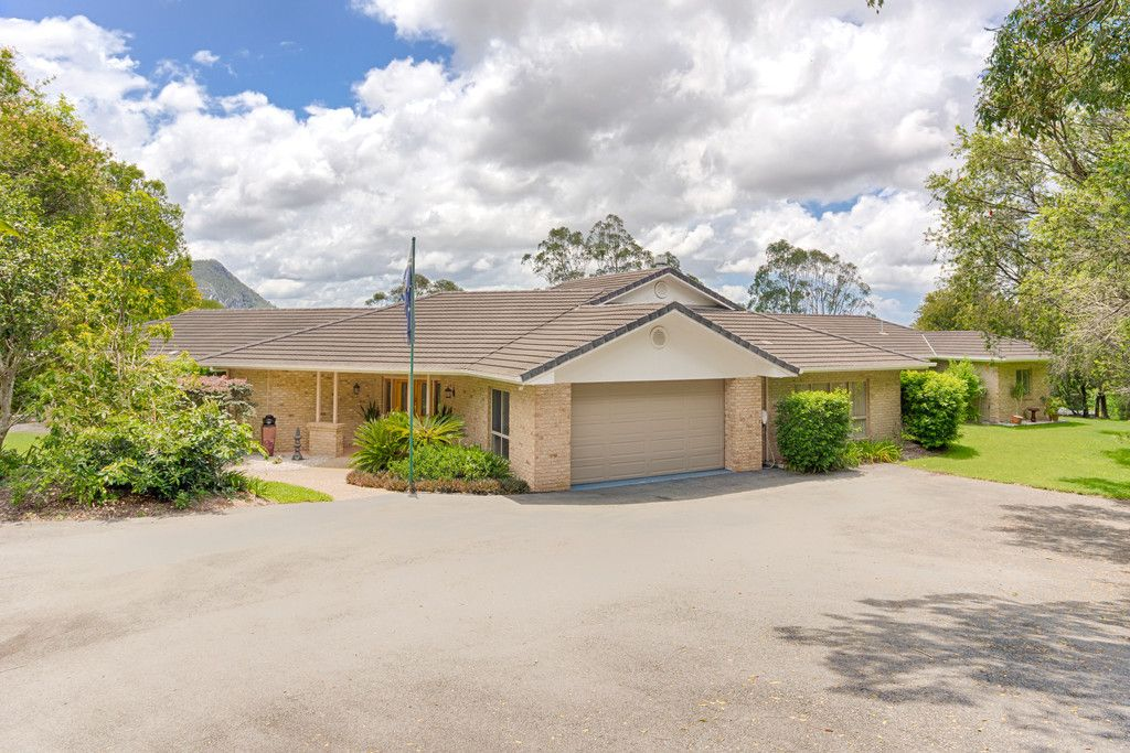 Executive Home on 1.86ha with Expansive Views