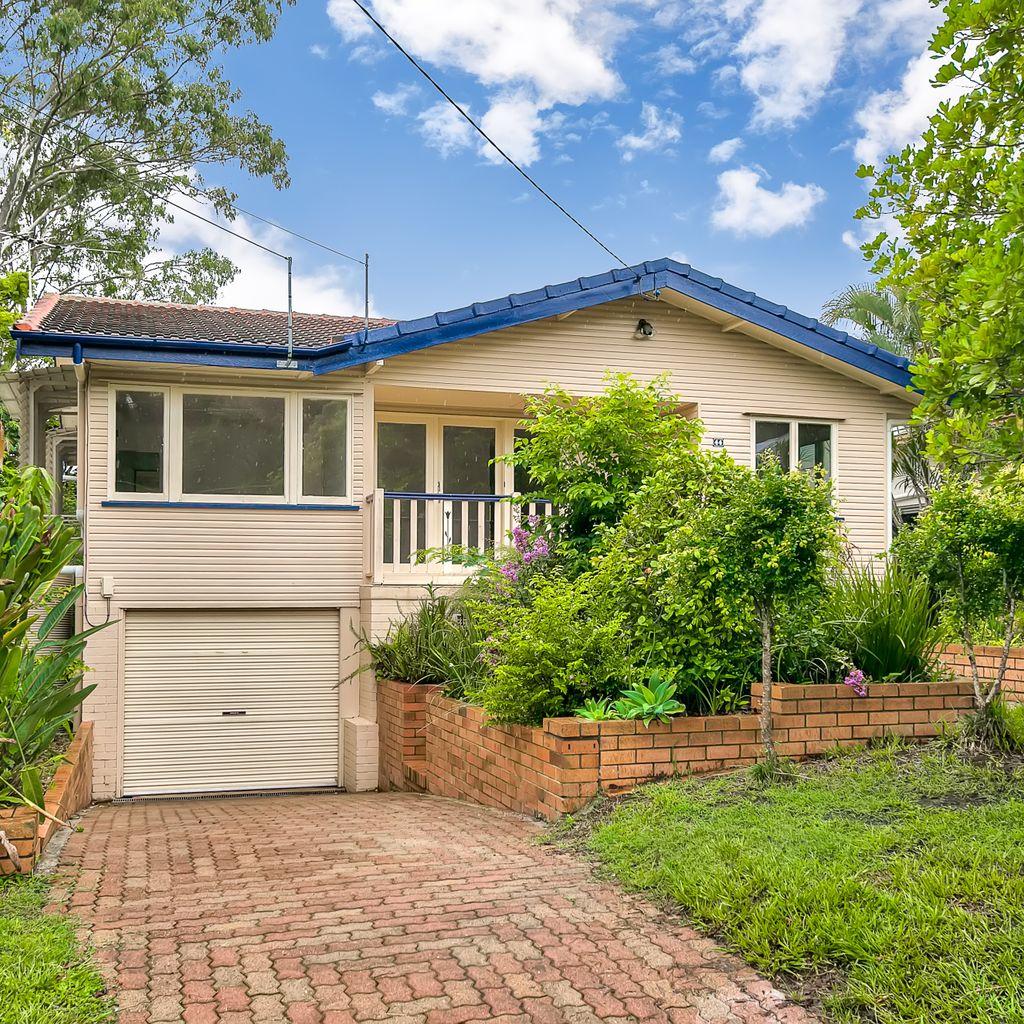 Large Family Home – Ashgrove Border of The Gap