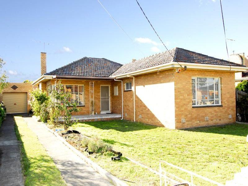 FAMILY HOME IN THE HEART OF ALTONA NORTH!
