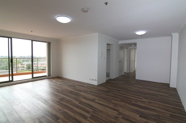 Renovated spacious 3 bedroom apartment with new bathroom, ensuite and kitchen appliances
