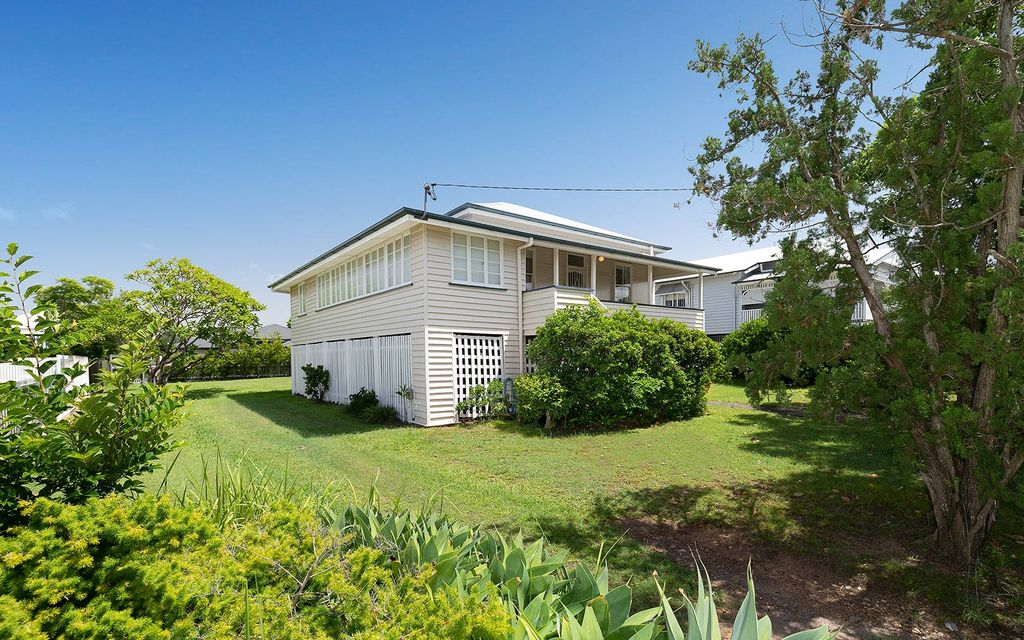 CHARACTER-PACKED QUEENSLANDER ON A DESIRABLE 810SQM BLOCK