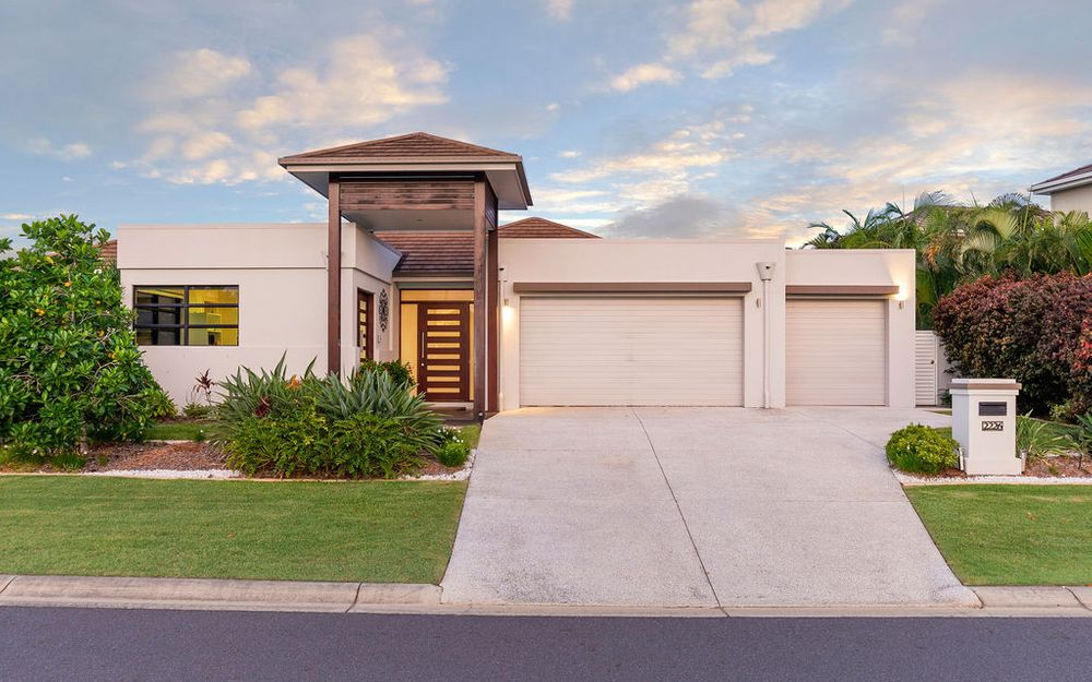 Significant, single level luxury home in Gracemere