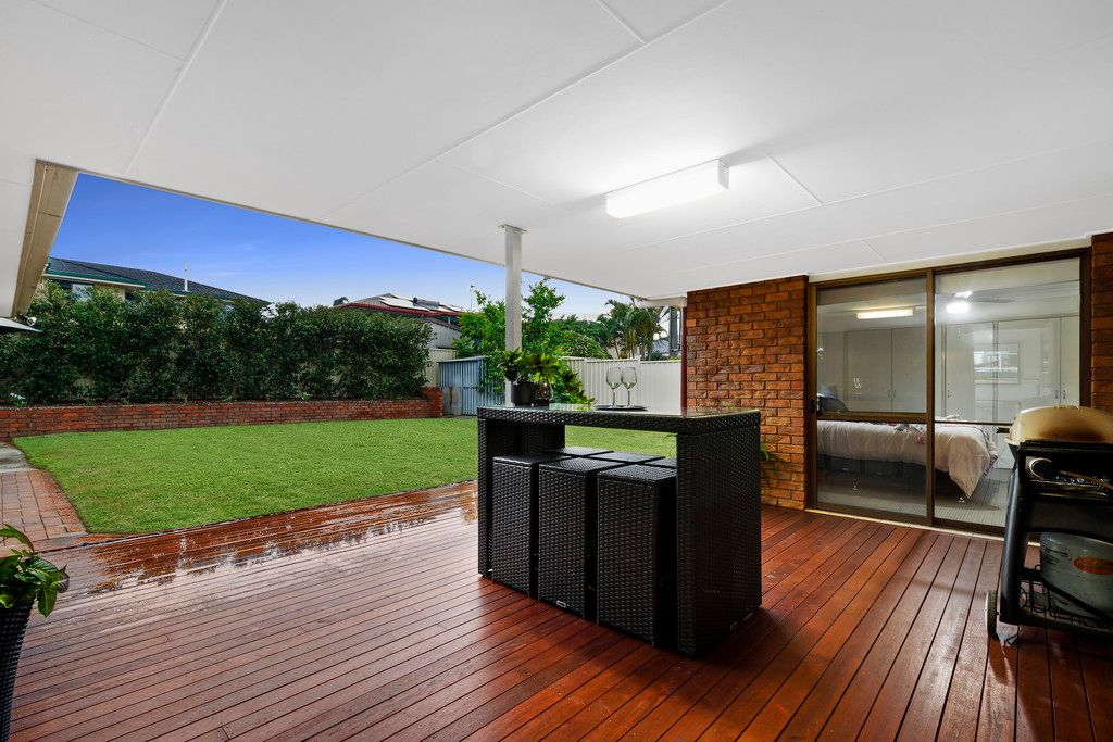 Immaculate Lowset Living with a Perfect Backyard Setting