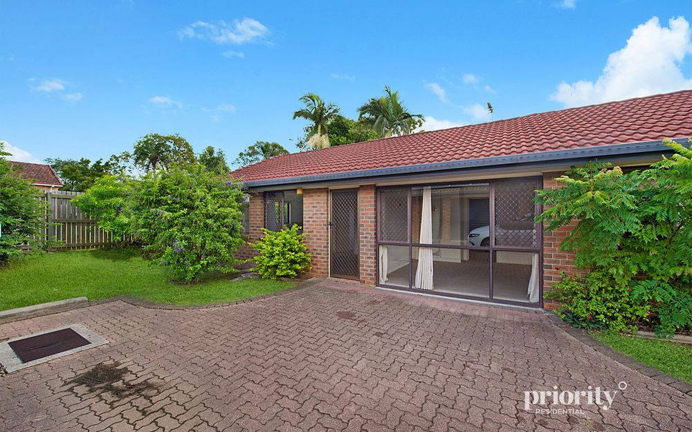 Low maintenance villa in a very convenient location!