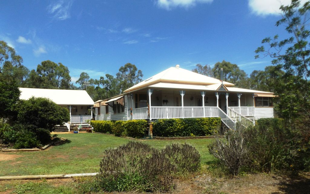 40 ACRES  WITH RENOVATED  QUEENSLANDER AND COTTAGE